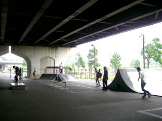 090517_IMGP6122_R新横浜公園スケボー広場.jpg